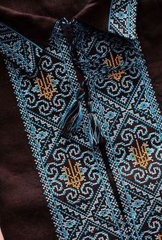 Ukrainian embroidery - тризуб