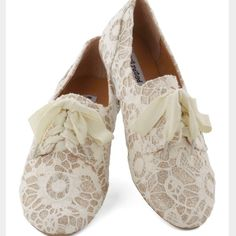 Ivory Glitter Oxford Flats Just A Glitter Bit Flats. Light gold glitter with ivory overlay. Ribbon laces, but also come with other option as shown. Slight wear of my jeans on the top (see last pic) but were scotch guarded after so it shouldn't happen again. Worn maybe 3 times. Ask any questions! ModCloth Shoes Flats & Loafers