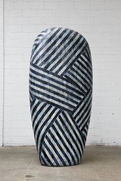 Jun Kaneko works make connections to the history of monumental public sculpture, to ancient Shinto concepts, and to industrial manufacturing processes. Ceramic Pottery, Pottery Art, Ceramic Art, Vase Crafts, Clay Pot Crafts, Wall Sculptures, Sculpture Art, Sculpture Garden, Bio Art