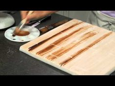 A video tutorial on an easy step by step way to create a wooden or wooden floorboard effect on fondant cakes or fondant covered cake boards. Fondant Cake Tutorial, Fondant Tips, Fondant Icing, Fondant Cupcakes, Cupcake Cakes, Fondant Recipes, Cake Recipes, Car Cakes, Frosting
