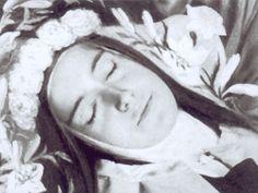 Sainte Therese de Lisieux sur son lit de mort - ©Office central de Lisieux
