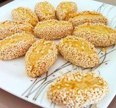 susamlı enfes ağızda dağılan kurabiye Turkish Delight, Turkish Recipes, Beautiful Cakes, Scones, Biscuits, Muffin, Food And Drink, Bread, Cookies