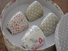 yes....! I love these polka dot and floral cups!