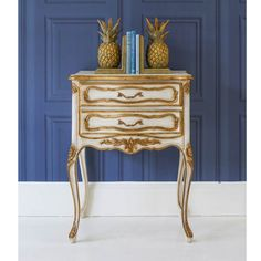 Buy the beautifully designed Palais Royal French Bedside Table, by The French Bedroom Company. Dresser Table, Bedside Cabinet, French Bedside Tables, Console Tables, Side Tables Bedroom, French Furniture, Antique Furniture, Luxurious Bedrooms, Beautiful Bedrooms
