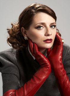 I love this look. Red leather gloves.