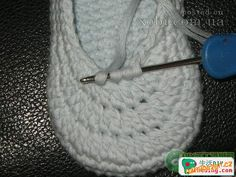 HÁČKOVÁNÍ - Háčkované botičky / capáčky / papučky Baby Shoes Pattern, Crochet Baby Shoes, Crochet Videos, Kids Hats, Beanie, Diy, Knitting, Creative, Accessories