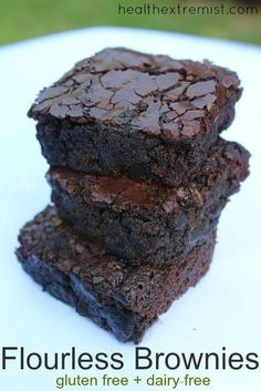 These flourless brownies are soft, moist and melt in your mouth. The brownies are made without any flour, so they are gluten free, grain free and also paleo and dairy free. Mini Desserts, Vegan Desserts, Flourless Desserts, Best Gluten Free Desserts, Dairy Free Dessert Recipes Easy, Gluten Free Baking Recipes, Stevia Desserts, No Sugar Desserts, Irish Desserts