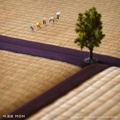 Tiny Art of the Day: Tatsuya Tanaka Has Made Insanely Charming Minature Dioramas Every Day for Four Years Miniature Photography, Toys Photography, Macro Photography, Creative Photography, Miniature Calendar, Photo Images, Tiny World, Art Original, Mini Things