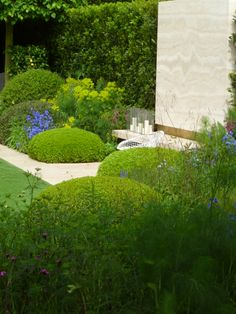 The Telegraph #Garden by Tommaso del Buono and Paul Gazerwitz.was a major, major crowd puller at the RHS Chelsea Flower Show 2014 in #London, UK - tranquility, elegance and sophistication