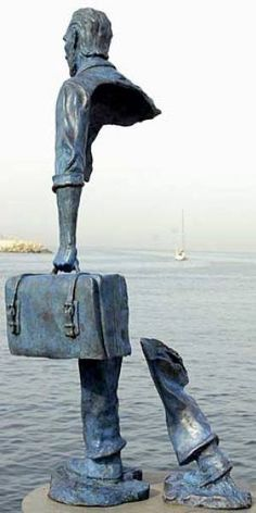"""The backside of famous statue """"Le Grand Van Gogh"""" by French sculptor Bruno Catalano. Blog Art, French Sculptor, Land Art, Pics Art, Art Plastique, Public Art, Installation Art, Van Gogh, Oeuvre D'art"""