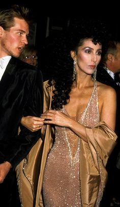 Cher (in Bob Mackie) with Val Kilmer at The Academy Awards Val Kilmer, Cher Bono, Oscar Fashion, Actrices Hollywood, Bob Mackie, Inspiration Mode, Hollywood Glamour, Divas, My Idol