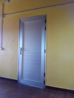 Puerta en aluminio color plata. Tenerife Color Plata, Grills, Tenerife, Tall Cabinet Storage, Mirror, Kitchen, Furniture, Home Decor, House Template