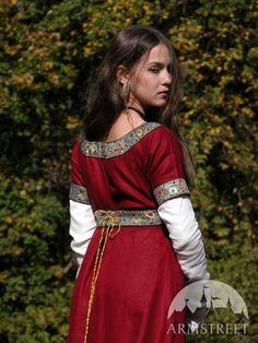 Mittelalter Kleidung Dame aus Franken Tunika und Kleid
