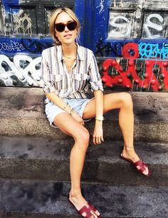 """Must Have Item: The Hermes """"Oran"""" Sandals Fashion Moda, Girl Fashion, Fashion Looks, Vogue, Zapatillas Veja, Hermes Oran Sandals, Gucci Flats, Outfits Con Camisa, Look Con Short"""