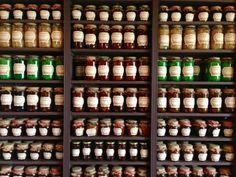 Productos locales envasados artesanalmente de Narbona