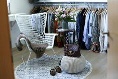 Ankleidezimmer dekorieren mit Textilien, Möbeln und Blumen!