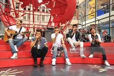 Niall Horan, Harry Styles, Zayn Malik, Liam Payne and Louis Tomlinson of One Direction perform on NBC's 'Today' at Rockefeller Center on August 23, 2013 in New York City.