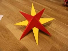 3D-Sterne aus Papier falten.