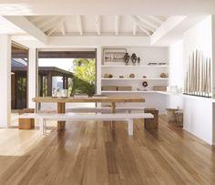 carrelage-imitation-parquet-clair-salle-manger-bancs-table-bois-design-épuré carrelage imitation parquet