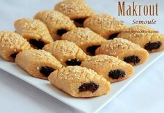 Bonjour, je partage avec vous ces makrout cuit au four avec un mélange de semoule et farine, ils sont très délicieux et très fondant a la bouche. pour d'autres idées pour gâteau visiter ma catégorie de gateau algerien. Ingrédients pour la pâte 2 mesures...