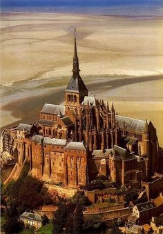 Mont Saint Michel, France. Position: the last degrees of the fire sign Sagitarius which should serve as the indicator for the round shape of the castle and the island together with the earth sign Taurus the sign of market places and town centers for radius/field level 3. The position in Sagitarius also occurs in the case of Saint Michaels Mount in Cornwall.