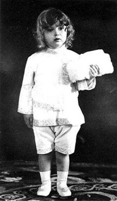 Tsarevich Alexei Nikolaevich of Russia (1904 – 1918). Circa 1907. #Russian #history #Romanov