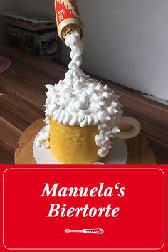 Stiegl-Fan Manuela schickt uns süße Stiegl-Grüße.  Die Biertorte ist ein dunkler Wunderkuchen mit Tonkabohnen-Buttercreme Füllung, welcher außen mit dunkler Canache eingestrichen und mit Fondant eingekleidet war. Den Schaum hat sie aus Meringue hergestellt (Eiweiß und Puderzucker). #prost #mahlzeit Fans | Stiegl | Bier | Trinken | Salzburg | Rezepte | DIY | Selbermachen | Torten | Nachspeisen Schaum, Salzburg, Meringue, Fondant, Desserts, Cupcakes, Food, Powdered Sugar, Drink Beer