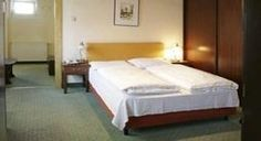 Hotel Hadrigan  Hotel Hadrigan Description: Hotel Hadrigan is a 3-star hotel it is a friendly, discreet hotel in traditional style. It's 40 traditionally decorated rooms are equipped with shower / WC, hairdryer, TV and desk. After a busy day in the city you will have s simple and elegant Atmophere in our...   http://www.hotelsinformation.co.uk/hotel-hadrigan/