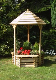Classic Wooden Wishing Well Planter. An ideal addition to any garden.