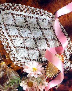 tejidos artesanales en crochet: carpeta con piñas y bucles