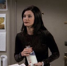 Monica Friends, Scream Movie, Courtney Cox, Book Of Poems, Friend Outfits, Casual Street Style, Retro Outfits, The Beatles, New Books