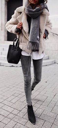 brown coat and grey denim fitted jeans outfit - Casual Style - Modetrends Mode Outfits, Jean Outfits, Fashion Outfits, Womens Fashion, Fashion Trends, Ladies Fashion, Dress Outfits, Fashion Ideas, Cute Winter Outfits