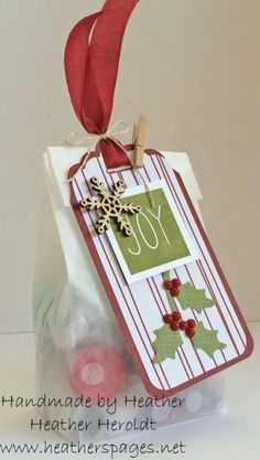 Heather's Pages: Pumpkin Kisses! Treat bag - Mistletoe & Holly Paper Pumpkin, Sketched Dots Tag A Bag, Hershey's Kisses! Christmas Paper Crafts, Christmas Tag, Christmas Stuff, Christmas 2019, Handmade Christmas, Christmas Ideas, Handmade Gift Tags, Creative Gift Wrapping, Xmas Cards