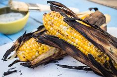 Grilled Herb Butter Corn - It's grilling time! Fresh corn with herb butter grilled to perfection. Corn Recipes, Side Dish Recipes, Veggie Recipes, Great Recipes, Vegetarian Recipes, Favorite Recipes, Housewarming Food, Mexican Grilled Corn, Buttered Corn