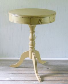 Vintage Round Accent Table End Table Furniture by lisabretrostyle2
