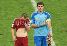 BRAZIL, Rio de Janeiro : Spain's goalkeeper and captain Iker Casillas (R) and Spain's midfielder Andres Iniesta walk off the pitch after losing their Group B football match against Chile in the Maracana Stadium in Rio de Janeiro during the 2014 FIFA World Cup on June 18, 2014. AFP PHOTO / YASUYOSHI CHIBA