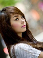 Hình ảnh Minh Hằng cute đáng yêu với nét mặt hiền dịu, và mái tóc thẳng dài, đây là hình ảnh đặc biệt của cô gái trẻ đầy tài năng