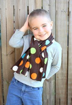 an easy diy project for the kids, no sew fleece scarf