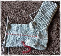 Lær å strikke sokker med Petunia Petunias, Kids And Parenting, Knitting Patterns, Diy And Crafts, Socks, Knits, Fashion, Patterns, Crochet Boots