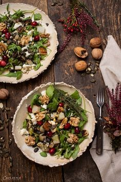 RECIPE: Winter salad with pumpkin seed oil and kohlrabi. Recipe for a delicious and healthy winter salad with pumpkin seed oil, kohlrabi and roasted pumpkin seeds. Walnut Kernels, Pumpkin Seed Oil, Roasted Pumpkin Seeds, Tasty, Yummy Food, Feta, Brunch, Healthy Recipes, Healthy Food