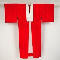 Red naga juban / 緋赤色縮緬(ちりめん)風無地の長襦袢 #Kimono #Japan http://global.rakuten.com/en/store/aiyama/