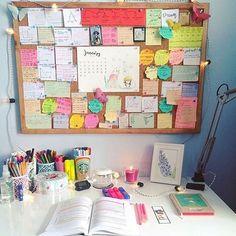 Ideas dorm room desk organization tips Study Desk Organization, College Organization, Organization Ideas, Office Storage, Storage Ideas, Cork Board Organization, Office Desk, University Organization, Stationary Organization