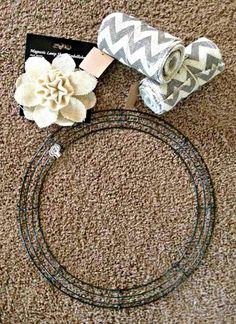 DIY Burlap Wreath 2 rolls of four inch burlap, wire frame, embellishment of your choice--very easy. Like the chevron burlap Burlap Projects, Burlap Crafts, Wreath Crafts, Diy Wreath, Burlap Wreaths, Wreath Ideas, Wreath Making, Diy Projects, Door Wreaths