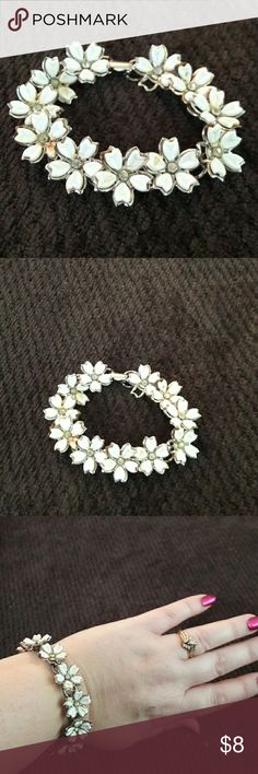 BEAUTIFUL FLOWER BRACELET Antique Style. Only a couple petals missing, but can't tell. Clasp shut. Very nice. Jewelry Bracelets
