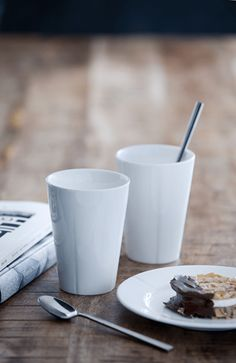 Even the best coffee and tea tastes better in just the right mug. Mugs And Jugs, Thermal Cup, Grand Cru, Best Coffee, Kitchen Accessories, Chocolate, Tableware, Royal Doulton, Cl