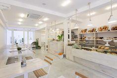El blanco absoluto nos invita a 'entrar en [h]arina', una nueva panadería que abre su segundo local en Madrid. - diariodesign.com