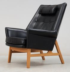 Tove & Edvard Kindt-Larsen; Oak and Leather 'Glimminge' Armchair for OPE, 1960s.