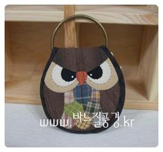Fabric Crafts, Sewing Crafts, Owl Cushion, Key Pouch, Key Covers, Diy Keychain, Patchwork Bags, Handmade Bags, Fashion Bags