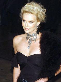 ¡Felicidades, Charlize! Repasamos 40 'looks' de la actriz en su 40º cumpleaños