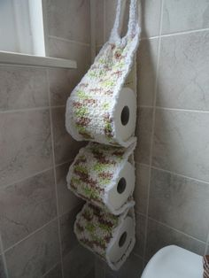 Crocheted Toilet Paper Roll holder - **Inspiration** our new house has a 1/2 bath that is super tiny and has no cabinet under the pedestal sink. I have been in search for ways to add color to the room and also need a place to store extra rolls of toilet paper. I plan to play around with this picture and make something similar.